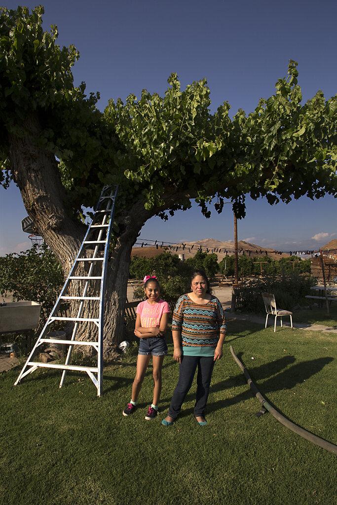 Leticia and Mariella, Cutler, California